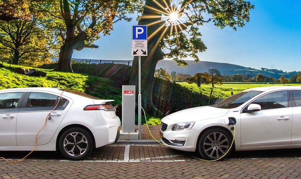 ¿Cómo y dónde cargo el coche eléctrico que me quiero comprar?